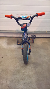 Supercycle Kids Bike with training wheels