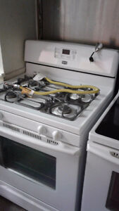 MAYTAG Gas white stove, like new, mint condition Gatineau Ottawa / Gatineau Area image 1