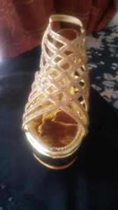 BEAUTIFULL PARTY WEAR GOLD SANDALS