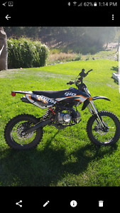 125cc large tire gio dirt bike hardly used.