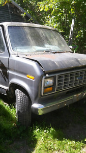 VAN FOR PARTS/ VAN POUR PIÈCES. Rusted 1991 ford 7.3 diesel.