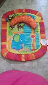 Play mat (brand new)