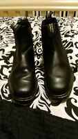 Blundsone barely worn boots for sale!!