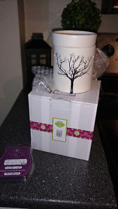 Brand new Tilia scentsy warmer and scentsy bar
