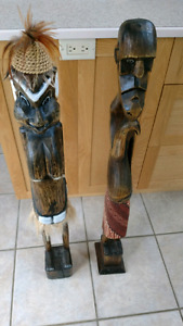 Deux statuette en bois léger