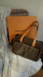 Selling 100% Authentic LV Tote