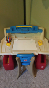Step 2 art desk with chair and accessories