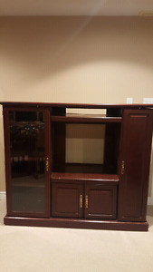 Entertainment unit with side storage