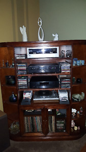 Entertainment shelving unit