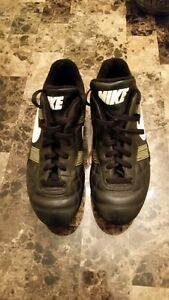 NIKE - MENS Size 9 Rugby Cleats
