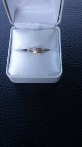 10 k gold and diamond promise ring