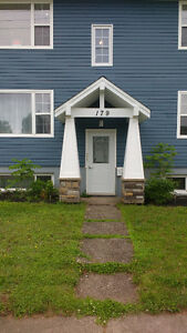 3 bed triplex near Moncton Hospital & U de M all included