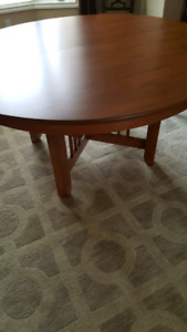Canadel Dinning Table Round with 1 center leaf