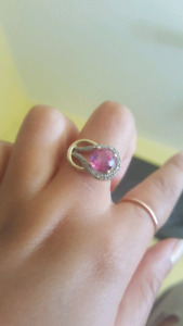 Bague en or jaune 10kt topaze rose naturel