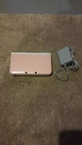 PINK & WHITE NINTENDO 3DS XL INCLUDES CHARGER + 1 GAME