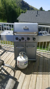 5 burner bbq with rotisery comes with tank and bbq cover