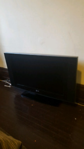 Flat screen lg tv just needs power cord