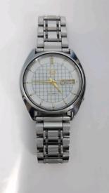 9)Men vintage seiko 5 Automatic watch.