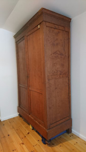 armoire H2.55M antique pine wood from Belgium, price negotiable