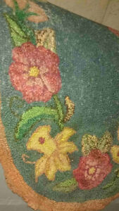 Small Flower Design Hooked By-the-Bed Mat