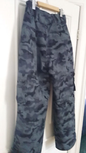 Mens Small/Medium NEW snowpants (west 49)
