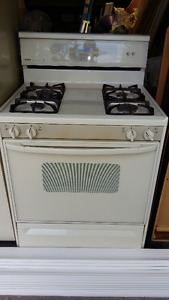 KENMORE GAS RANGE - SELF CLEAN