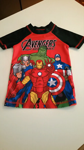 Boys size 5T Avengers shirt...NEW CONDITION