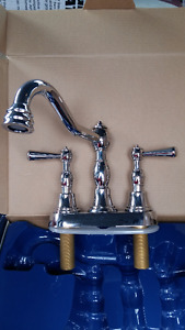 Chrome  Victorian Style bathroom Faucet *NEW*