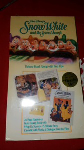 """DISNEY'S """"SNOW WHITE  DELUXE READ ALoNG WITH POP-UPS & CASSETTE"""