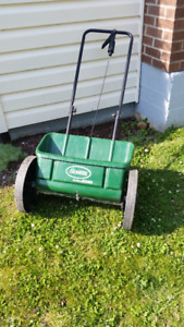 SCOTTS 1000 DROP TYPE FERTILIZER AND SEED SPREADER