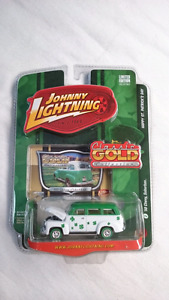 JOHNNY WHITE LIGHTNING STRIKES 50 CHEVY SUBURBAN MINT DIE CAST