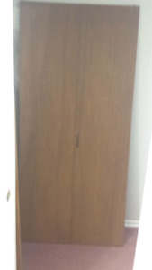 Interior mahogany hollow core slab doors with hinges and knobs