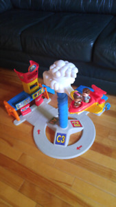 2 sets of little people toys