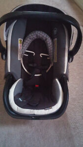 Safety 1st Infant car seat- Pretty much brand New!