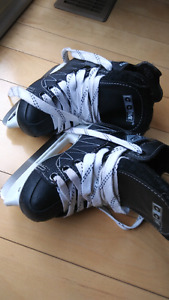 CCM skate shoes size 8J for age 3-5. Very good conditions.
