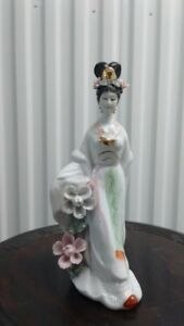 Vintage Chinese Lady porcelain Figure,26 CM tall