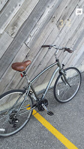 NORCO Aluminum Hybrid 28 inches like brand new 2015