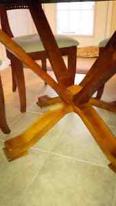 Perfect Round Table & 6 Chairs Set - for sale! Kitchener / Waterloo Kitchener Area image 6
