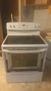 Kenmore oven can be seen working