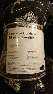 New Twin Reversible Comfortable and New Sheet Set