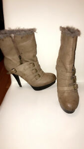 Ladie boots size 8