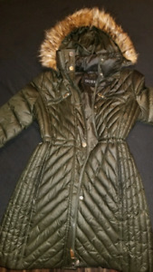 Medium Guess winter jacket used during pregnancy