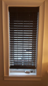 Stores horizontaux en bois / Wood horizontal blinds