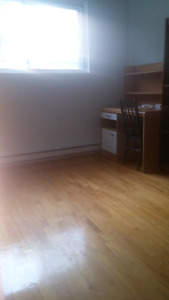 *URGENT* 1 Bedroom for Rent in 5 1/2