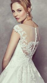 Beautiful wedding dress with lace detail, princess style. Capped sleeves