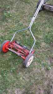 Reel.. hand lawn mowers ..5 to choose from London Ontario image 6