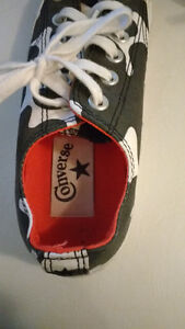 Converse low cut shoes. London Ontario image 3
