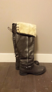 Stylish boots with fir trim size 7.5