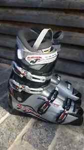Nordica Sport Machine 8 ski boots (size 33.5)