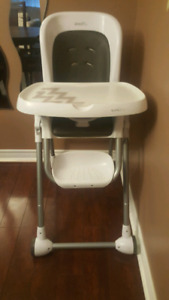 High chair with wheels in great condition